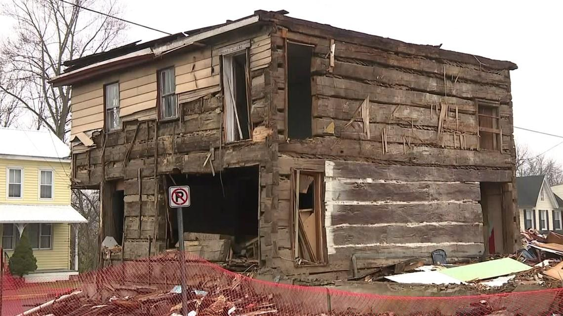 Demolition uncovers antique log building in Pennsylvania